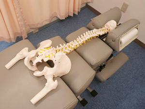 安心・安全・無痛骨盤矯正のドロップベッド